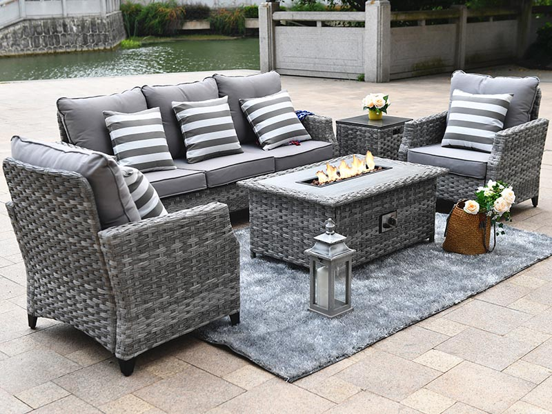When the Outdoor Furniture Meet the Fashion